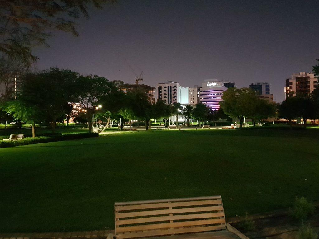 Parkje in Deira, Dubai vlakbij Rove city center Dubai